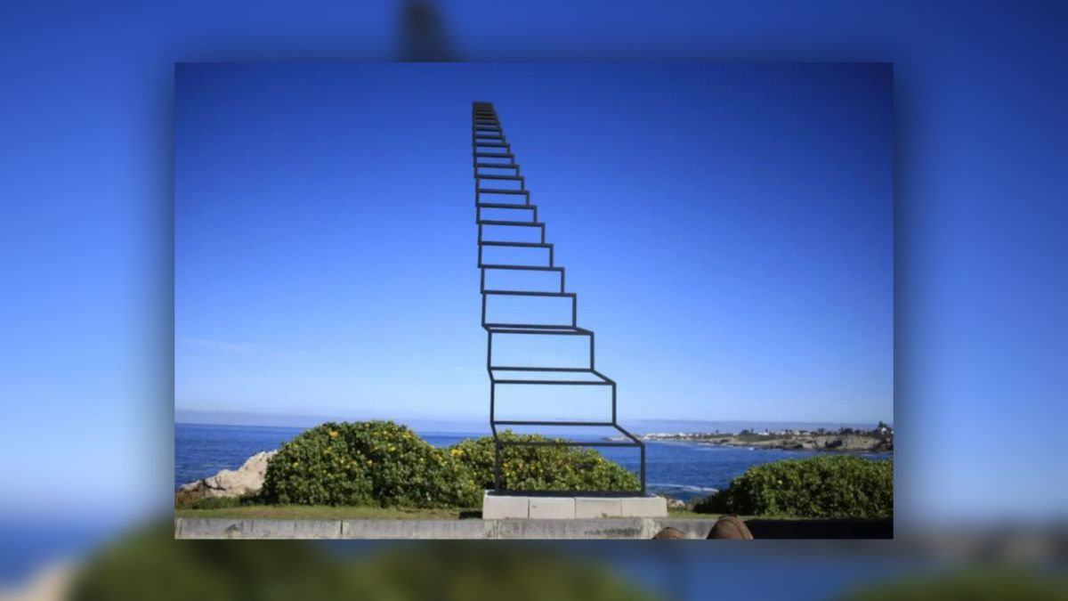 Mind-bending infinite staircase optical illusion goes viral