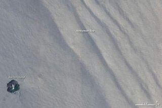 indian-ocean-internal-waves-110207-02