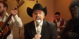 Check Out Mark Hamill Hilariously Singing Country Song About King Kong's Penis For New Show