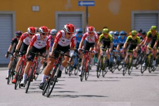 The Lotto Soudal Ladies team leads the peloton on stage 10 of the 2019 Giro Rosa