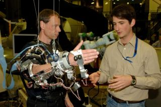 Robotic exoskeleton device