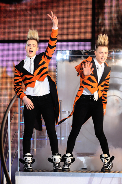 Jedward win a supermarket sweep in Big Brother!