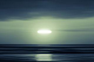 两名飞行员报告称,2021年7月在加拿大上空看到了一个亮绿色UFO。