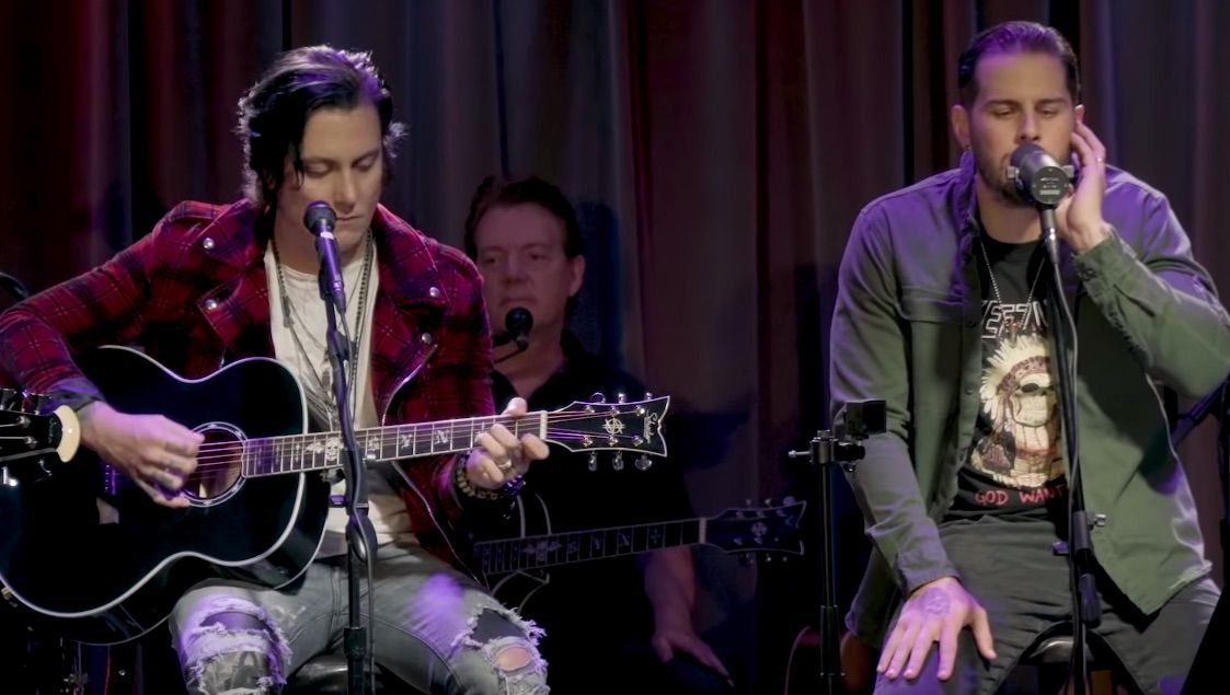 Watch Avenged Sevenfold Play Unplugged Version of