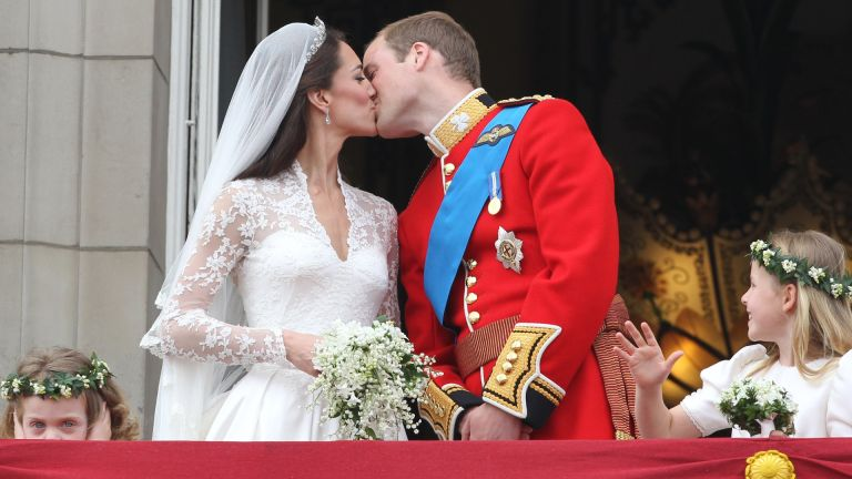 Prince William and his bride Catherine Middleton kiss on the balcony of Buckingham Palace following their Royal Wedding
