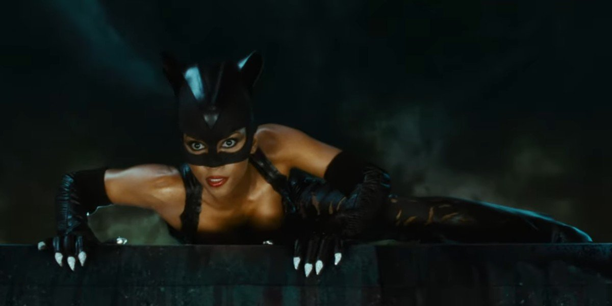Halle Berry getting ready to strike during a pivotal fight scene in Catwoman