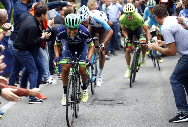 Esteban Chaves attacks in the 2016 Il Lombardia