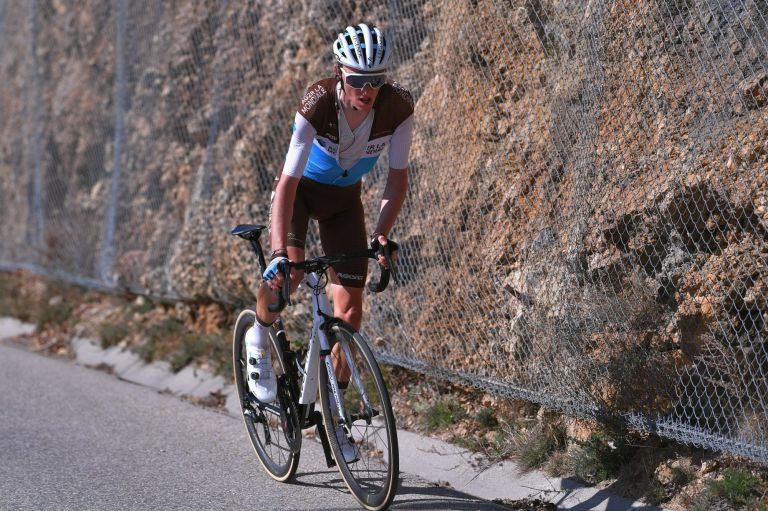 Romain Bardet on the attack at the 2020 Paris-Nice stage seven