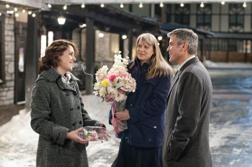 Up in the Air - George Clooney's Ryan Bingham with sisters Julie (Melanie Lynskey) & Kara (Amy Morton)