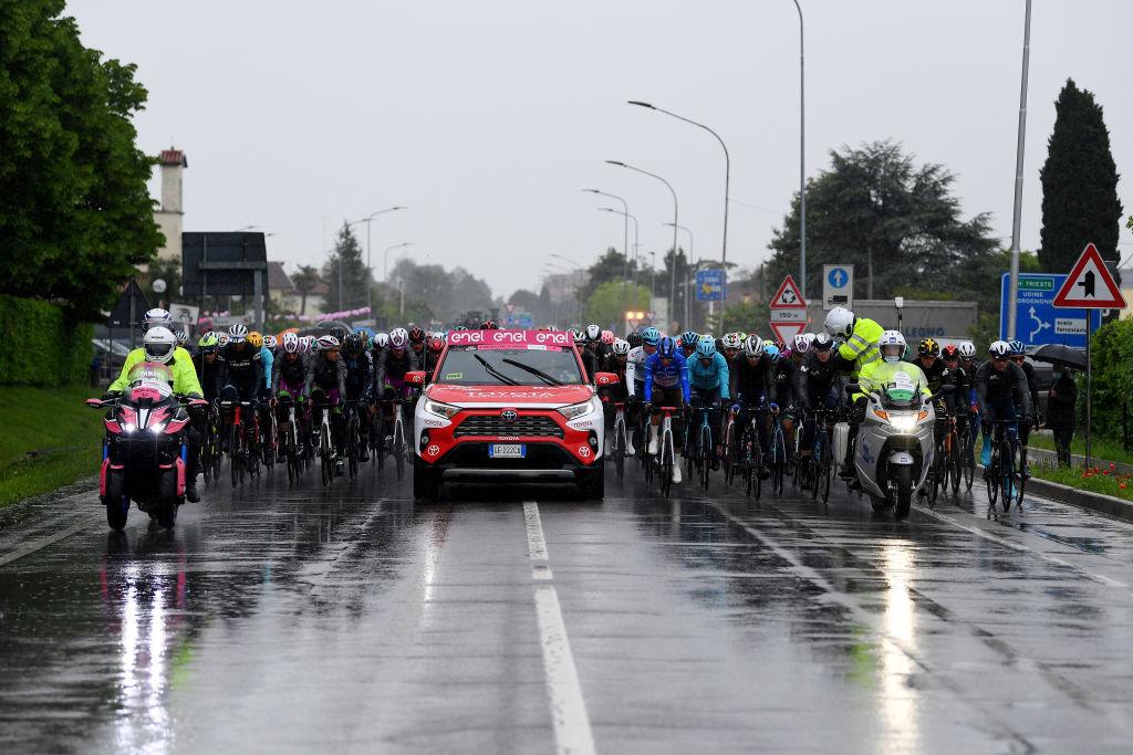 Stage 16 of the Giro d'Italia started under heavy rain