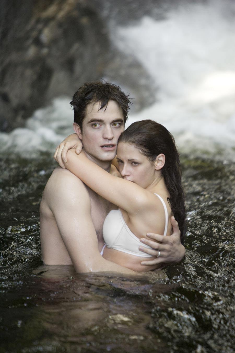 Nine New Twilight Saga: Breaking Dawn Part One Stills Hit The Web  #5000