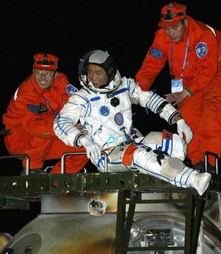 Landing Coverage for China's Shenzhou 6 Spaceflight