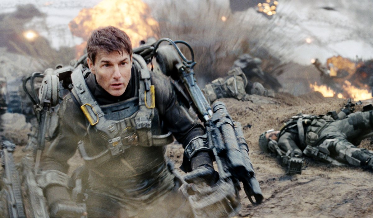 Edge of Tomorrow Tom Cruise running from danger