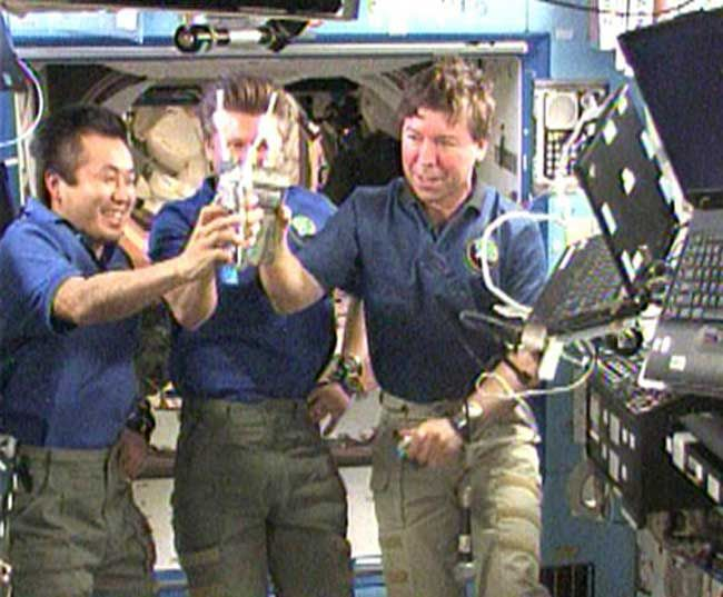 female astronaut drinking water in space - photo #6