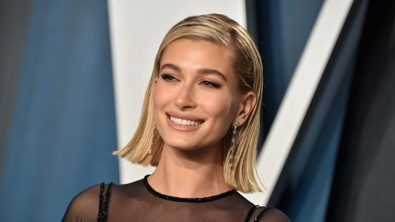 Hailey Bieber attends the Vanity Fair Oscar Party at Wallis Annenberg Center for the Performing Arts on February 09, 2020 in Beverly Hills, California