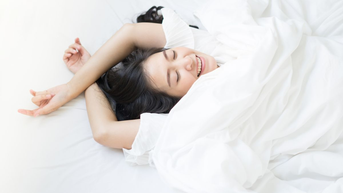 Sleeping on your back is good for you: here's how to learn to do it