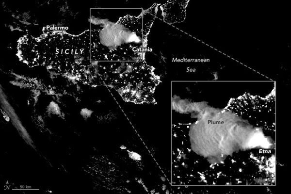 Mount Etna's fiery eruptions seen from space (satellite photos) - Livescience.com