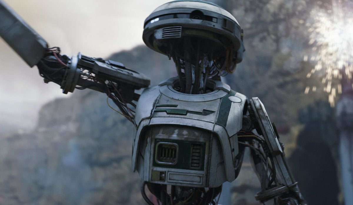 Solo: A Star Wars Story L3-37 signals the droids to freedom