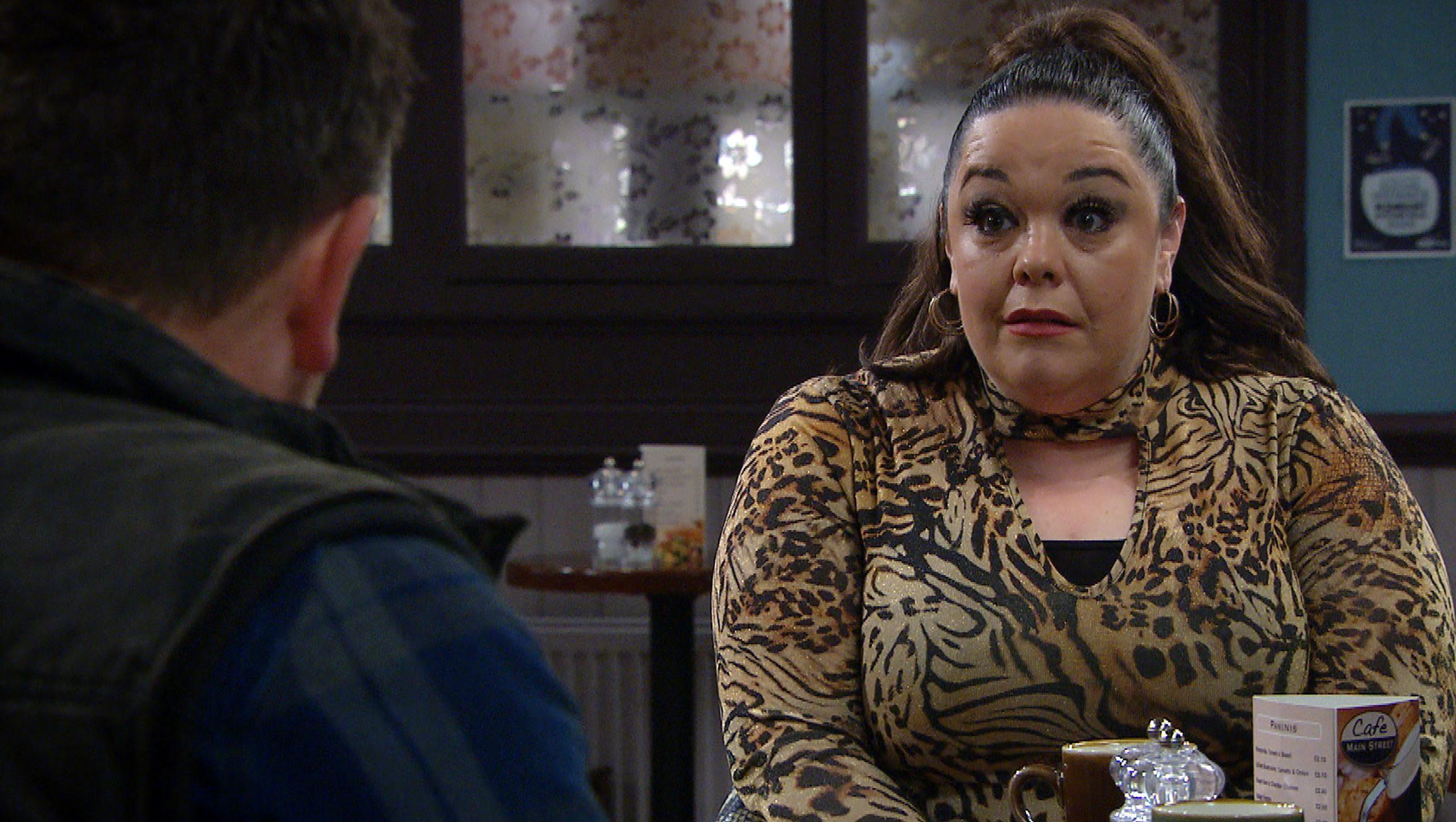 Vinny está inquieto cuando Mandy le dice que tenga su propio lugar.