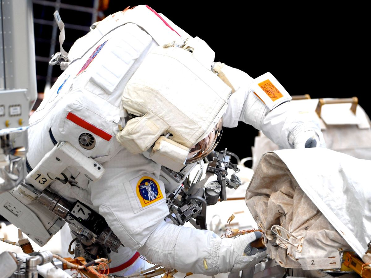 Spacewalking astronauts wrap up maintenance work on space station - Space.com