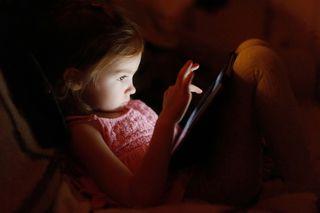 Child on iPad, digital childhood