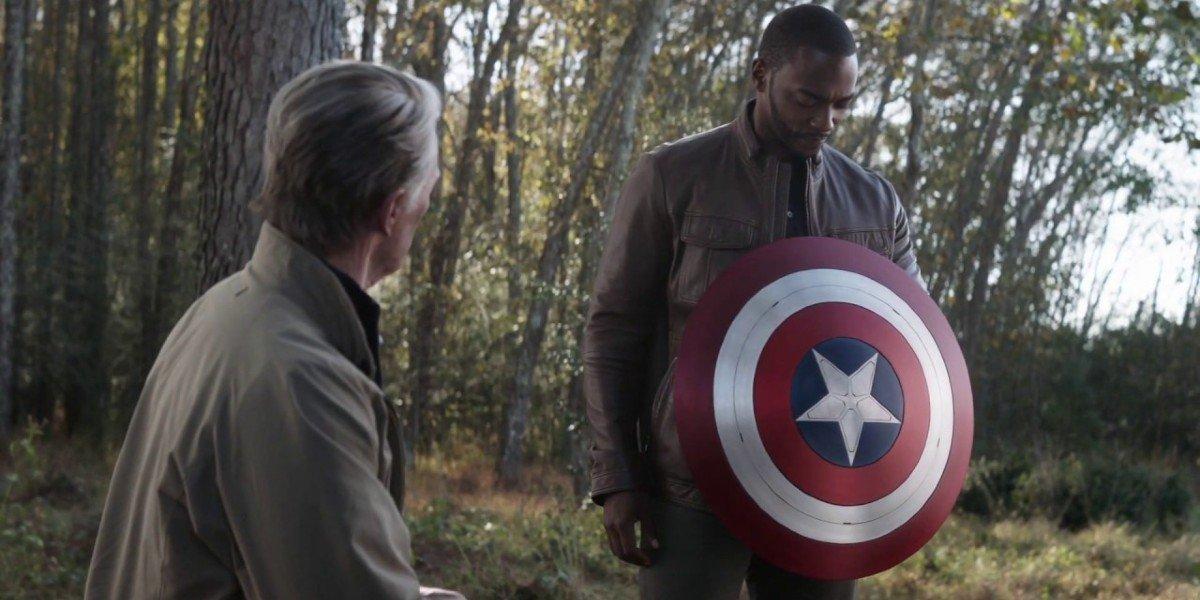 Chris Evans as Steve Rogers and Anthony Mackie as Sam Wilson in Avengers: Endgame (2019)
