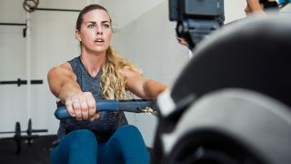 What is LISS cardio? Woman rowing on a rowing machine