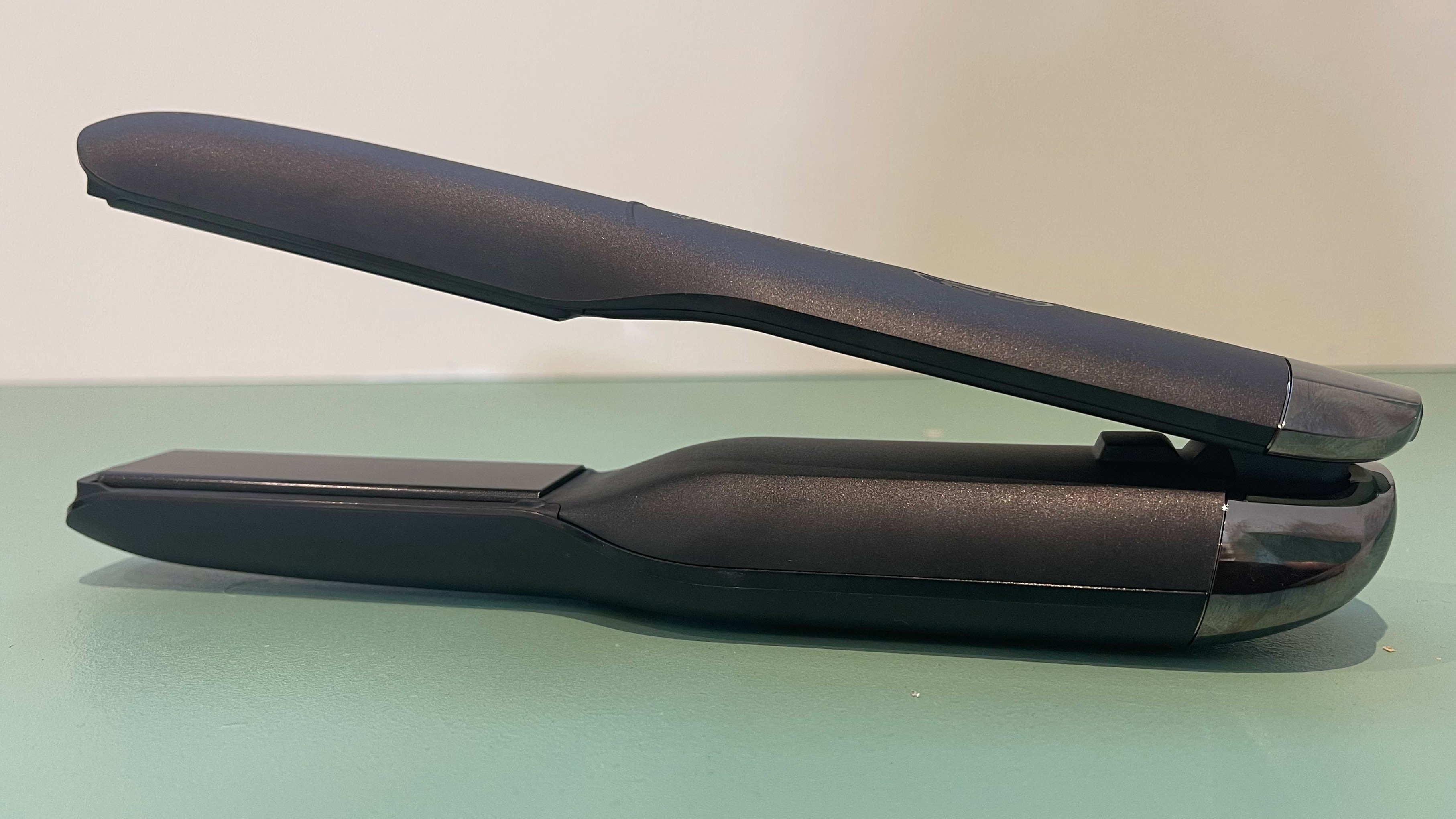 The GHD Unplugged on a dressing table