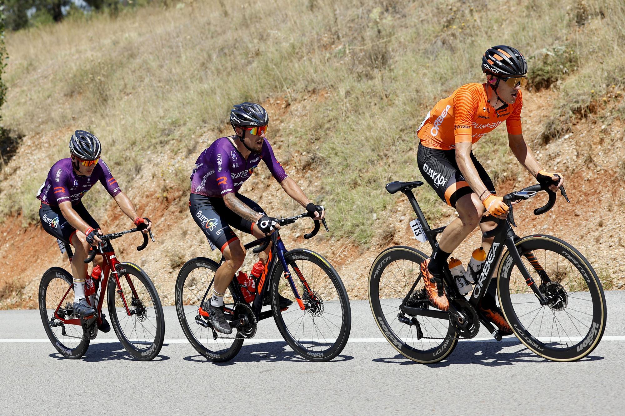 Vuelta Espana 2021 - 76th Edition - 4th stage El Burgo de Osma - Molina de Aragon 163,9 km - 17/08/2021 - Joan Bou Company (ESP - Euskaltel - Euskadi) - Angel Madrazo (ESP - Burgos-BH) - Carlos Canal Blanco (ESP - Burgos-BH) - photo Luis Angel Gomez/BettiniPhoto©2021