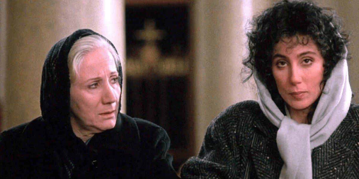 Rose Castorini (Olympia Dukakis) and Loretta Castorini (Cher) sit in church in Moonstruck (1987)