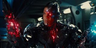 Justice League Ray Fisher transforms his Cyborg arm into a weapon