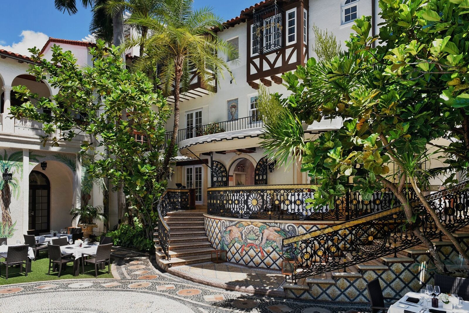 Look inside gianni versace 39 s miami mansion that 39 s now a for Gianni versace home