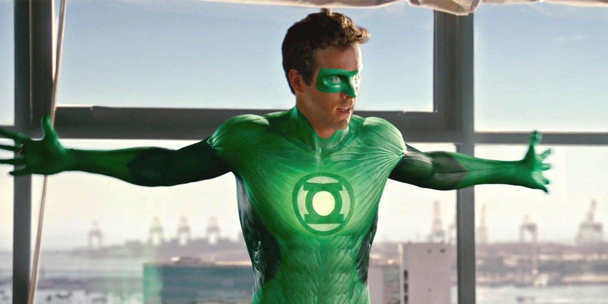 Ryan Reynolds Can't Stop, Won't Stop Making Fun Of Green Lantern -  CINEMABLEND