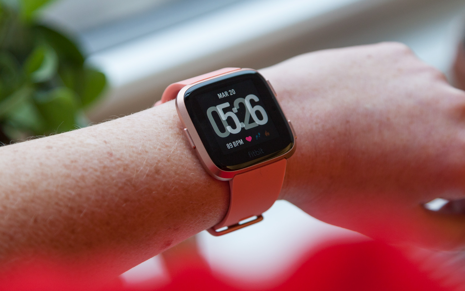 Fitbit Versa Review Roundup: What Critics Love (and Hate