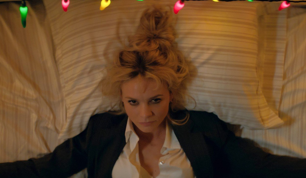 Carey Mulligan Promising Young Woman beginning on bed with Adam Brody