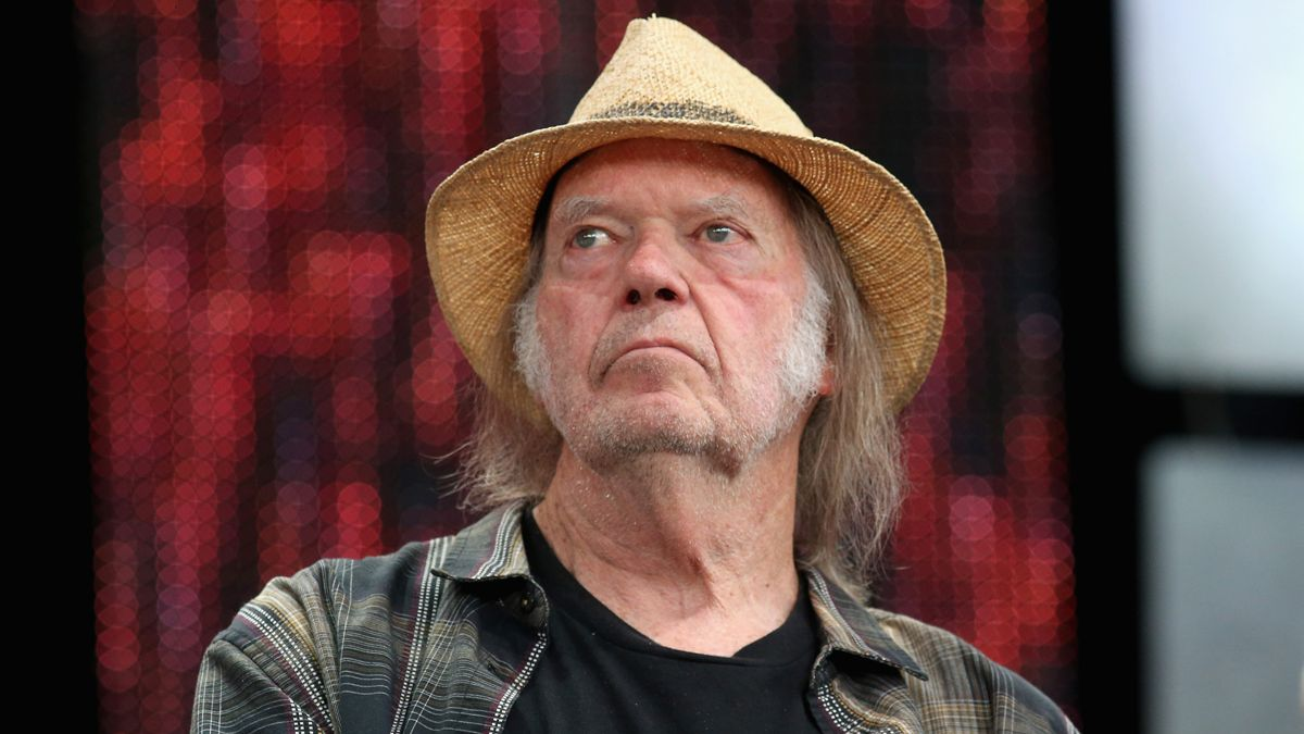 """Neil Young says that the MacBook Pro has """"Fisher-Price"""" audio quality and calls it """"a piece of crap"""""""