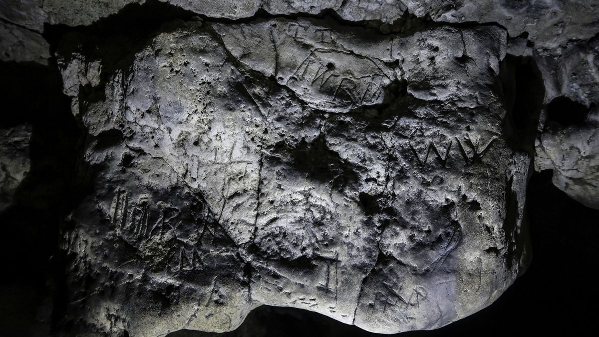 Centuries-Old 'Witch Marks' in Hidden Cave Can Finally Be Seen ... in 3D