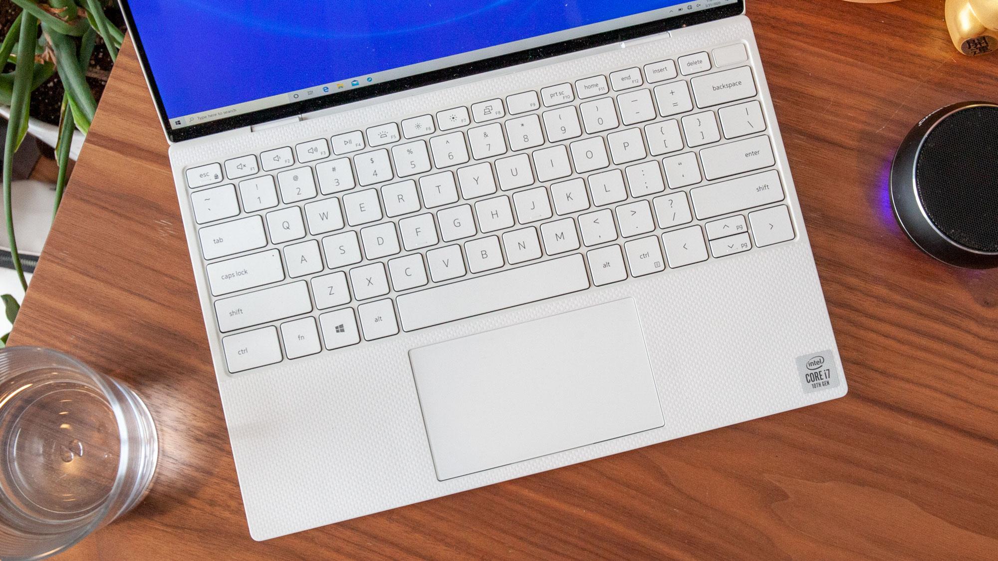 Dell XPS 13 vs MacBook Pro - XPS 13 keyboard