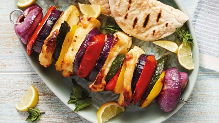 vegetable kebabs with halloumi
