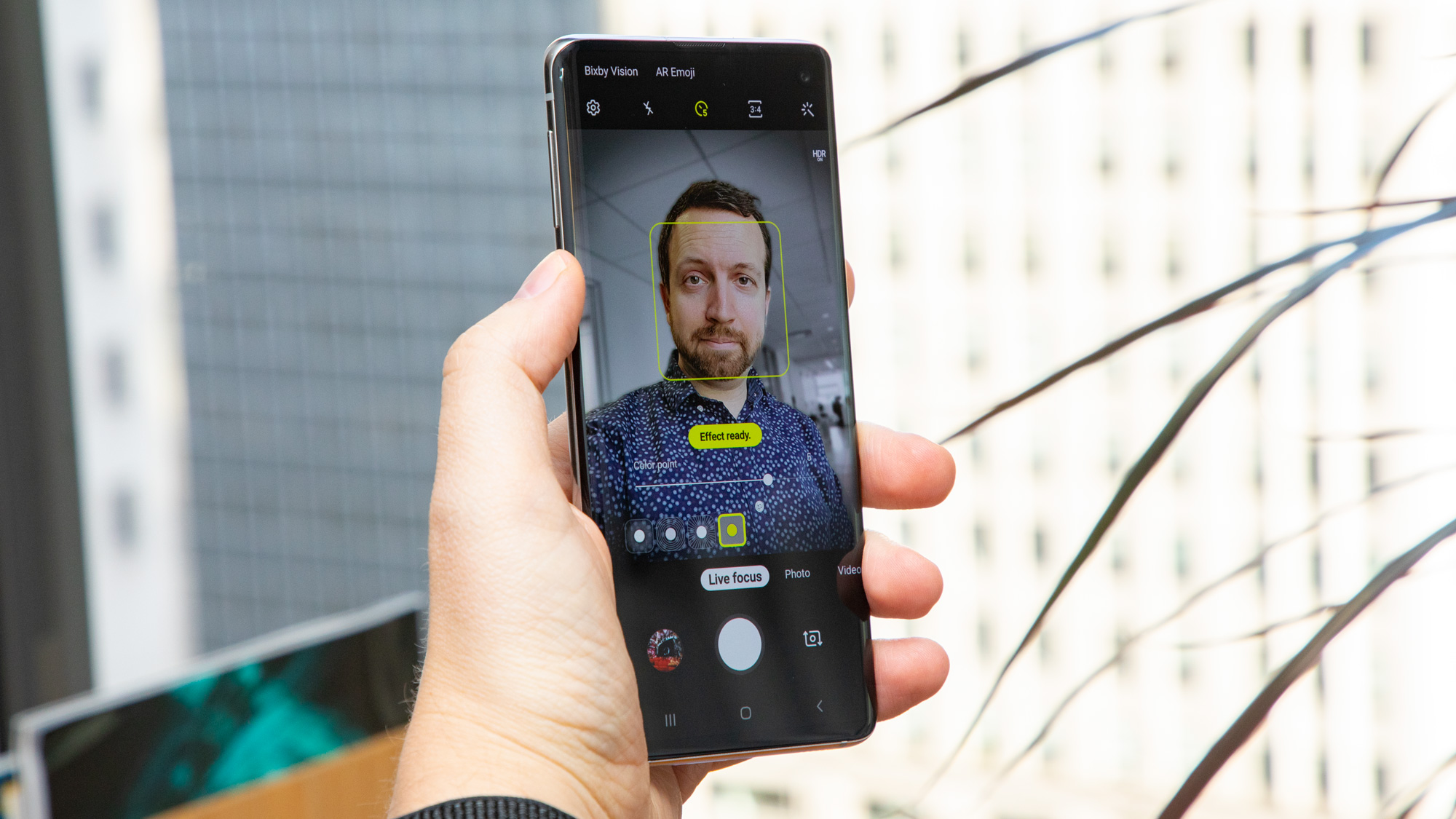 Samsung Galaxy S10 front-facing photo