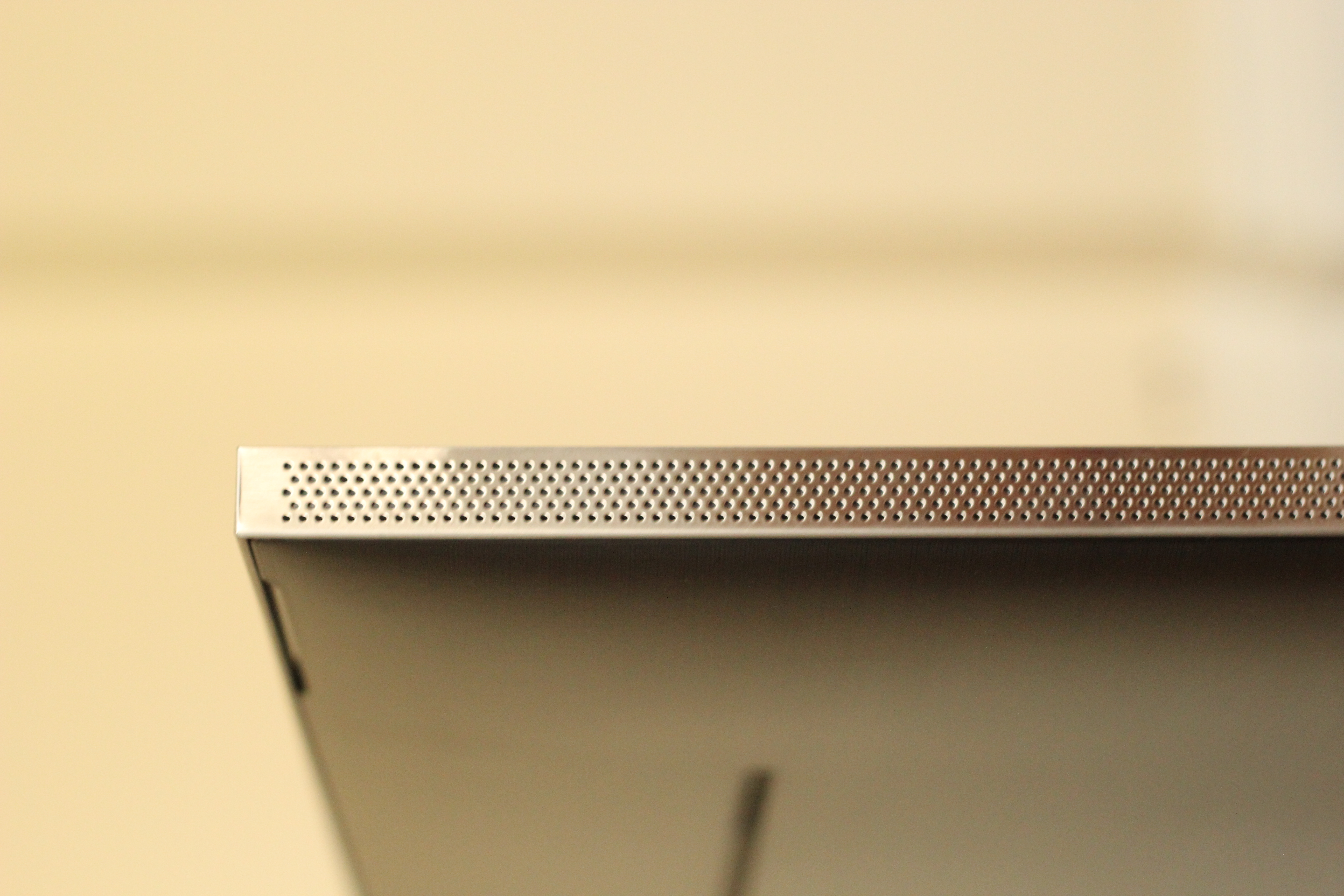 A side view of the Q900TS QLED 8K TV