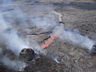 kilauea-lava-pond-110810-02