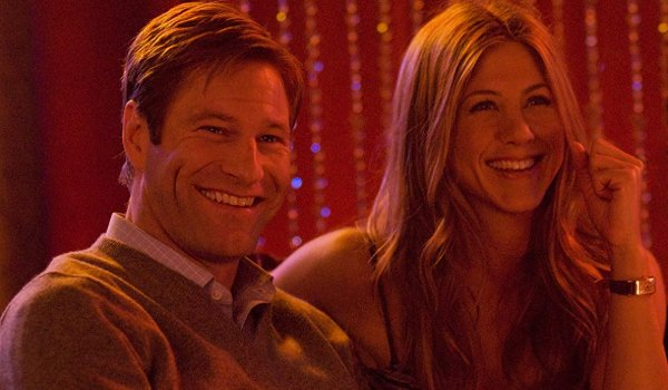 Love Happens Aaron Eckhart and Jennifer Aniston have a laugh in a club
