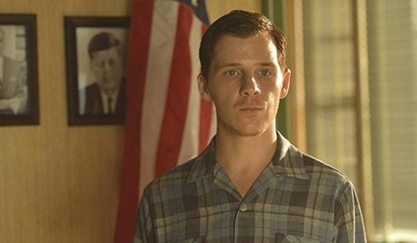 Lewis Walcott (Daniel Webber)