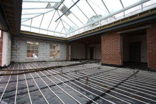 underfloor heating pipes laid before screed