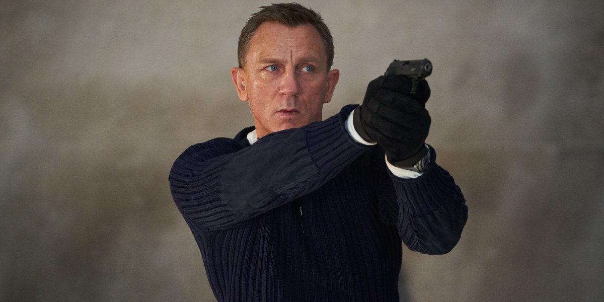 No Time To Die Daniel Craig aiming his Walther PPK