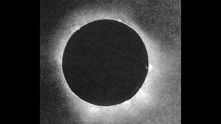 Полное солнечное затмение над северной Европой 28 июля 1851 года установило ряд первых в науке о затмении.  Это было первое затмение, которое стало предметом международной экспедиции Британского королевского астрономического общества (РАН), а также экспедиций