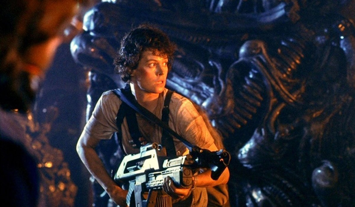 Aliens Ripley walks through the nest with a pulse rifle