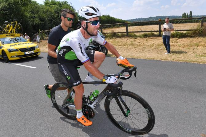 Mark Cavendish gets a push after a mechanical
