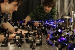 Univ. of Toronto students study entangled photons